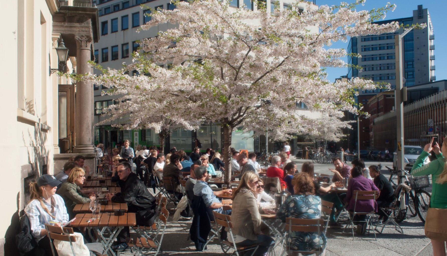 Cafeen Tekehtopa har fin uteservering. Foto: Kristian Lie